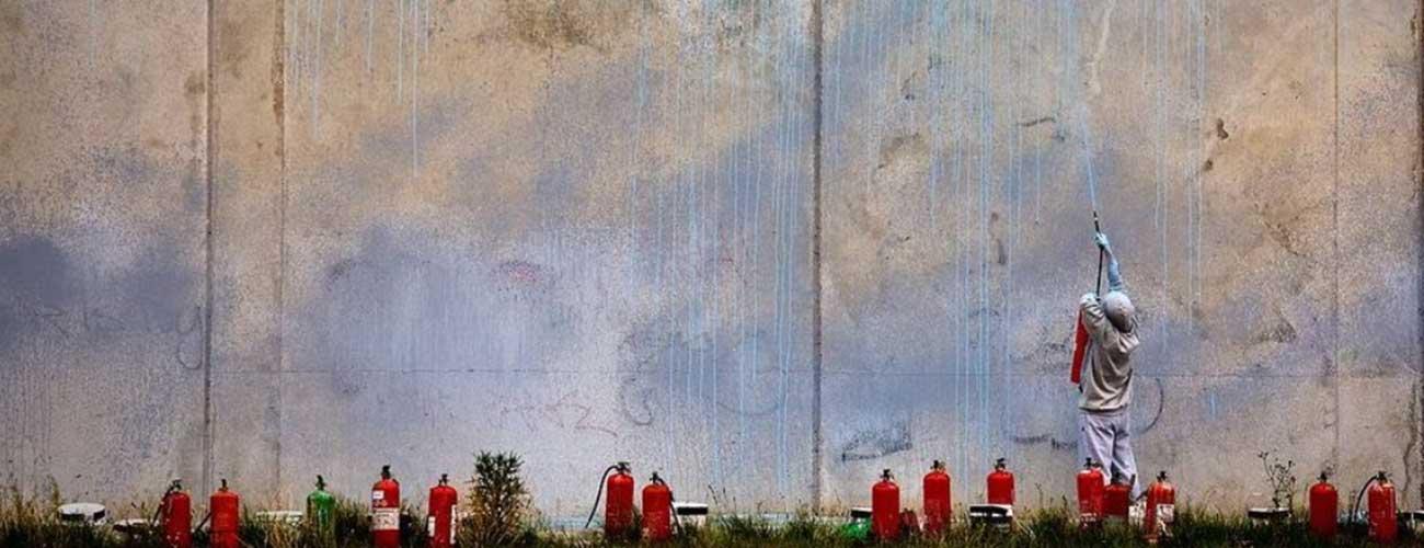 Ash Keating | Oltre 170 tipi di estintori per i suoi murales